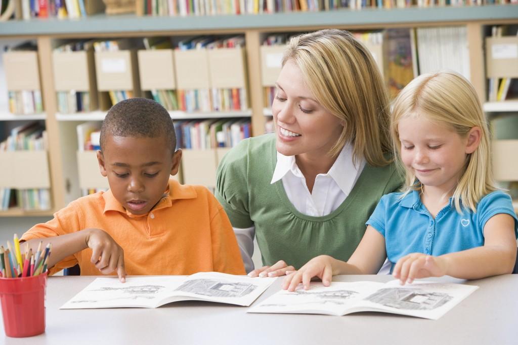 lettura insegnante bambini